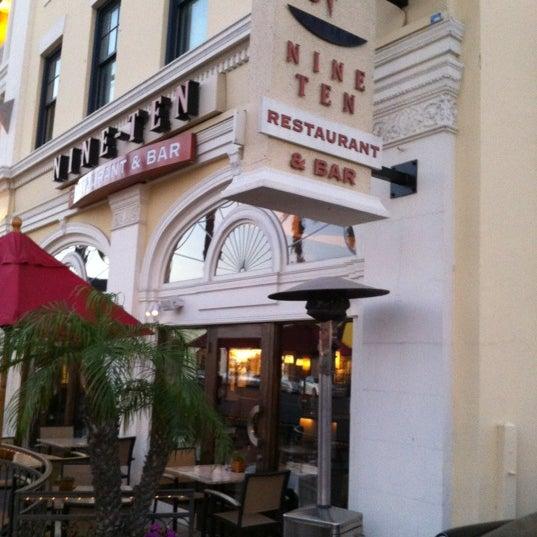 Foto tirada no(a) Nine-Ten Restaurant and Bar por Bob Q. em 11/14/2012