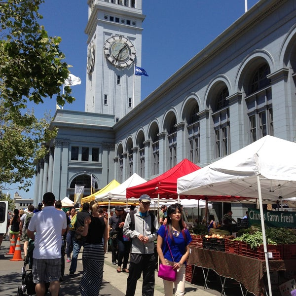 Foto tirada no(a) Ferry Plaza Farmers Market por Cassie | Ever In Transit em 5/4/2013