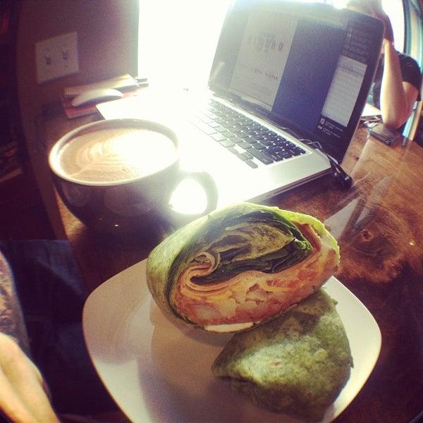 Снимок сделан в Sunrise Coffee пользователем David R. 2/16/2013