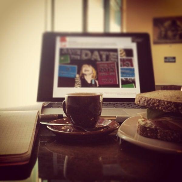 Снимок сделан в Sunrise Coffee пользователем David R. 1/29/2013