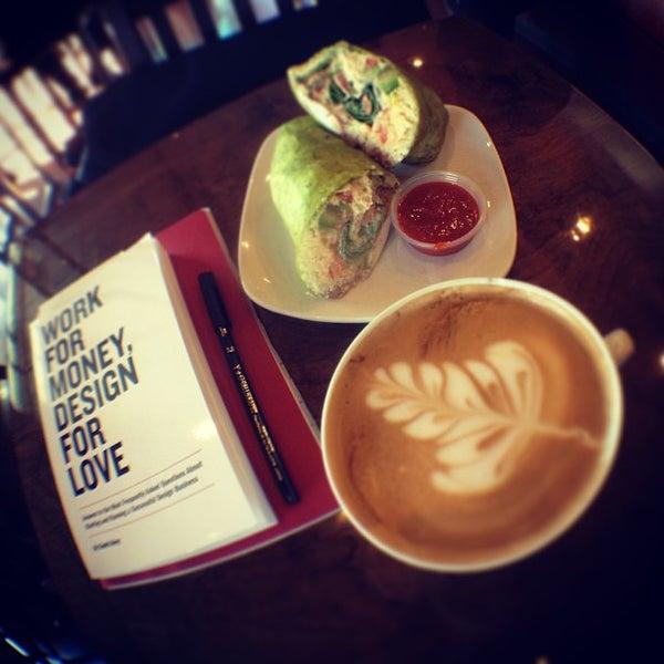 Снимок сделан в Sunrise Coffee пользователем David R. 1/28/2013