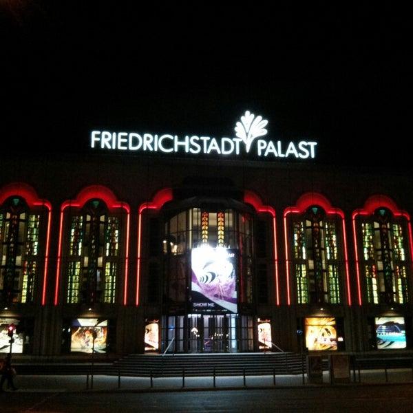 Das Foto wurde bei Friedrichstadt-Palast von K O. am 7/16/2013 aufgenommen