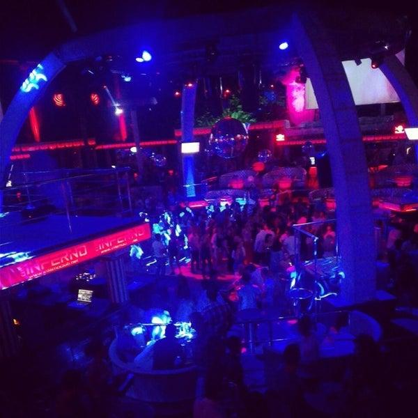 รูปภาพถ่ายที่ Club Inferno โดย Kübra T. เมื่อ 6/19/2013