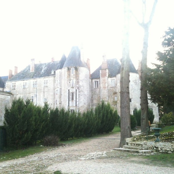Foto diambil di Château de Meung-sur-Loire oleh Loïc S. pada 12/30/2012