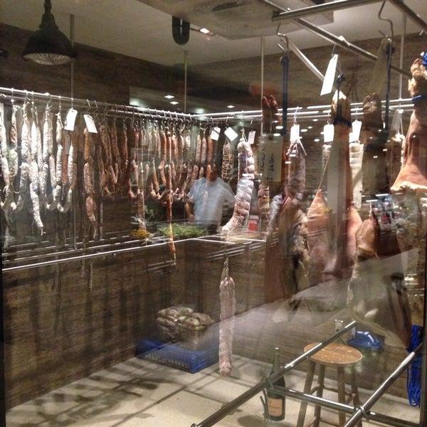 Foto tirada no(a) Urban Butcher por Mykl W. em 12/29/2013
