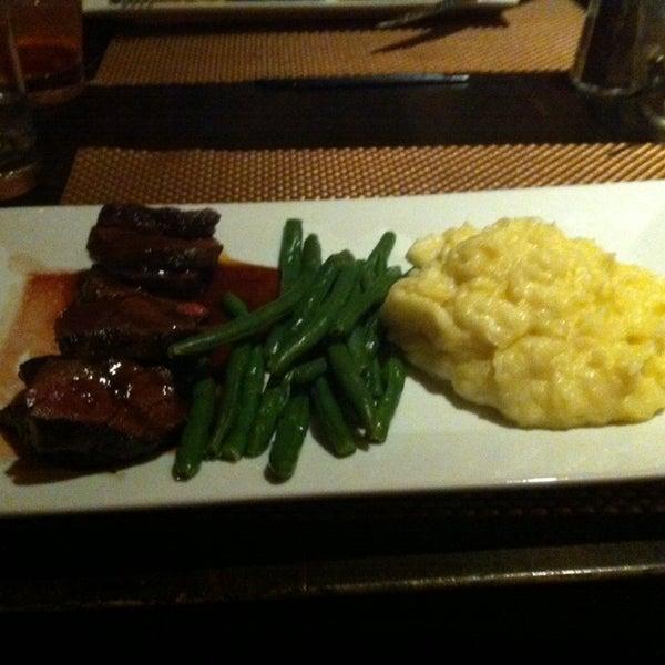 12/18/2013에 Djuana S.님이 George and Martha's American Grill에서 찍은 사진