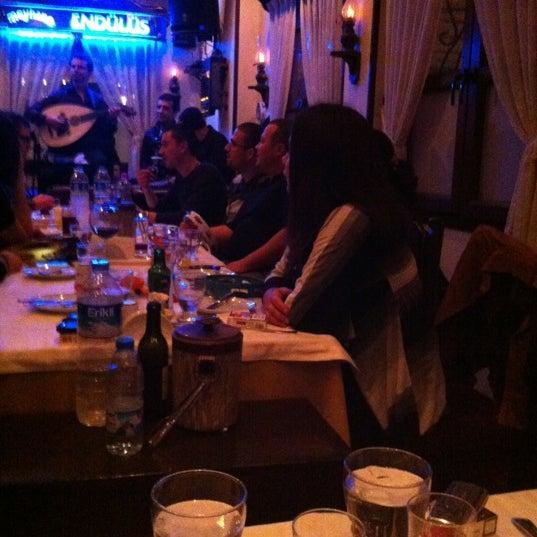 รูปภาพถ่ายที่ Endülüs Meyhanesi โดย Jack D. เมื่อ 2/6/2013