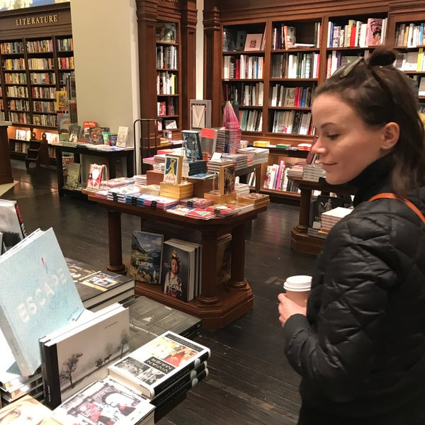 Снимок сделан в Rizzoli Bookstore пользователем JD W. 11/26/2017