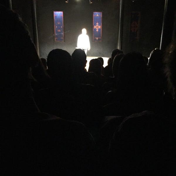 Foto tirada no(a) The Lynn Redgrave Theater at Culture Project por JD W. em 4/24/2016