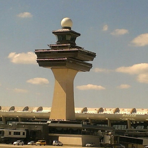Снимок сделан в Вашингтонский аэропорт имени Даллеса (IAD) пользователем Juma J. 7/28/2013