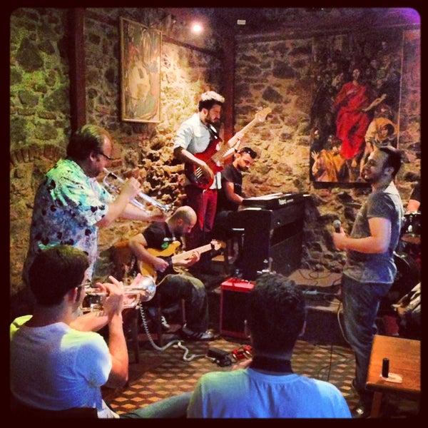 รูปภาพถ่ายที่ Sardunya's Brasserie Bomonti ve Şarap Evi โดย Serhat G. เมื่อ 5/5/2013