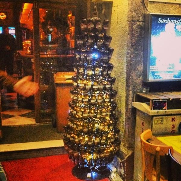 รูปภาพถ่ายที่ Sardunya's Brasserie Bomonti ve Şarap Evi โดย Serhat G. เมื่อ 12/28/2012
