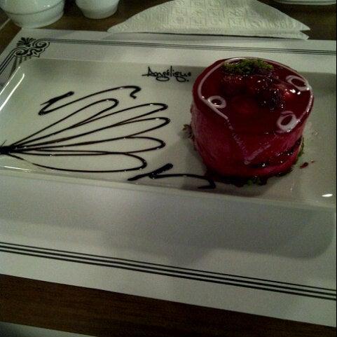Foto tomada en Del Moon Coffee & Food & Hookah por Kübra B. el 11/10/2012