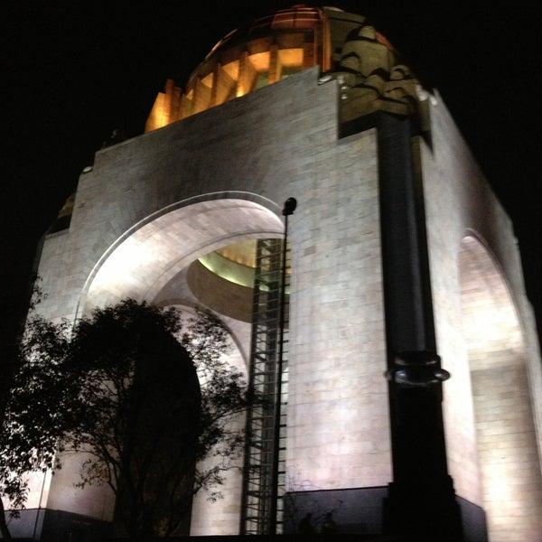 Foto tomada en Monumento a la Revolución Mexicana por Cynthia G. el 5/11/2013