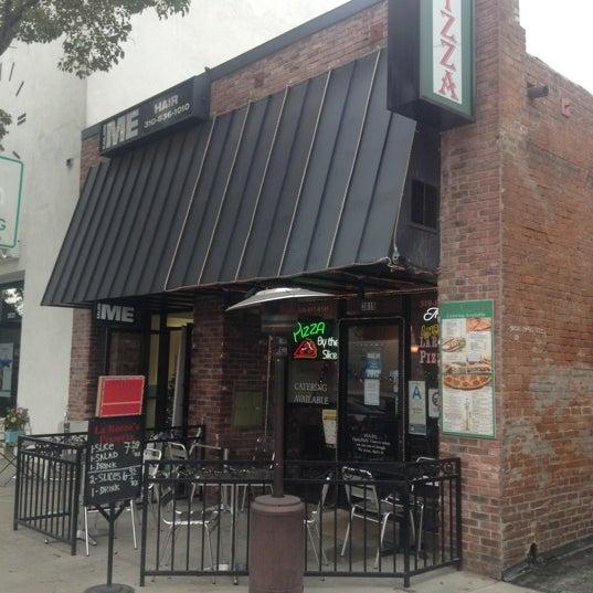 Foto scattata a La Rocco's Pizzeria da Dave H. il 12/17/2012