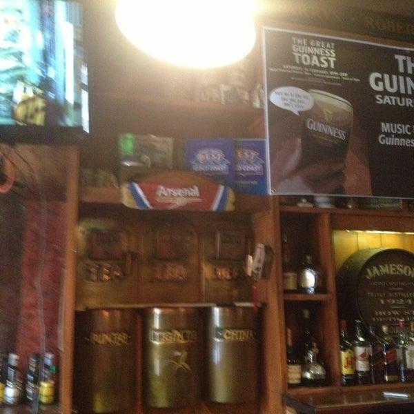 Foto tirada no(a) Tigin Irish Pub por Nicole F. em 2/16/2013