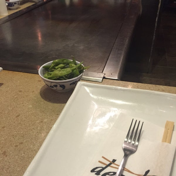 2/15/2015 tarihinde K M.ziyaretçi tarafından Desaki Japanese Restaurant'de çekilen fotoğraf