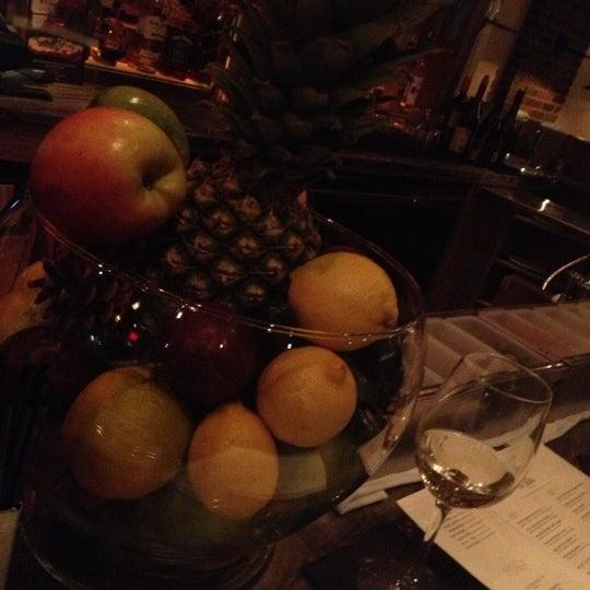 Foto diambil di Silk Rd Tavern oleh Leo M. pada 12/3/2012