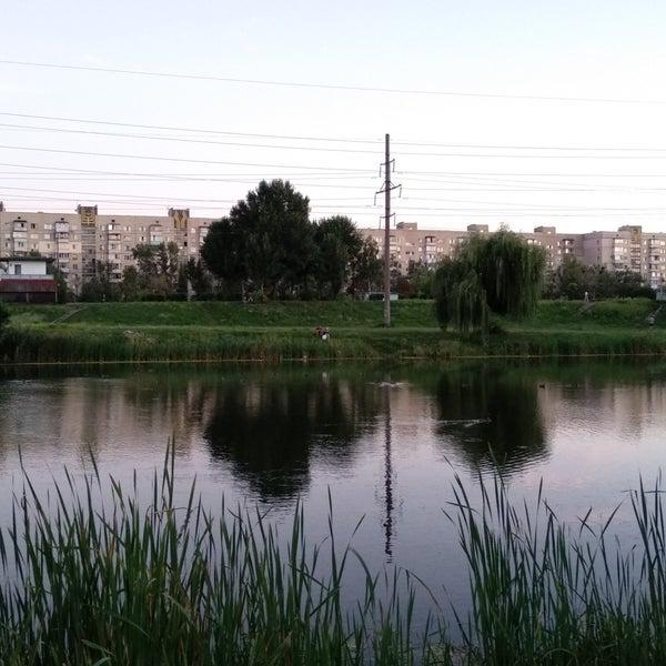 รูปภาพถ่ายที่ Троєщинський канал โดย Eugenia B. เมื่อ 8/20/2018