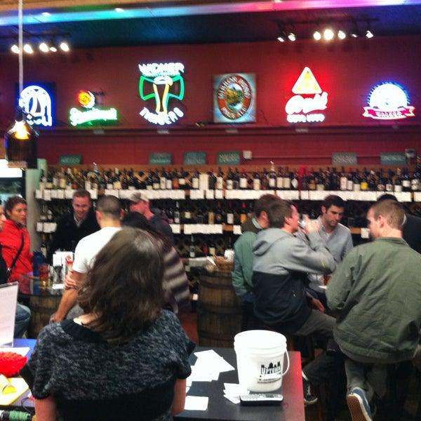 Foto diambil di Uptown Market oleh Erin B. pada 12/19/2012