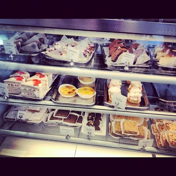 Photo prise au Joan's on Third par Taste It L. le11/1/2012