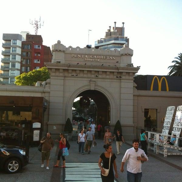Foto tirada no(a) Punta Carretas Shopping por Luis Fernando K. em 12/31/2012