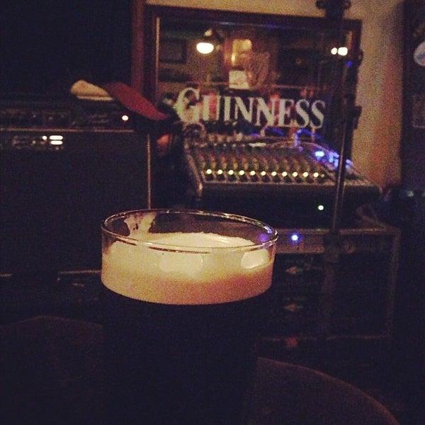 Foto diambil di All Black Irish Pub oleh Breno M. pada 12/1/2012
