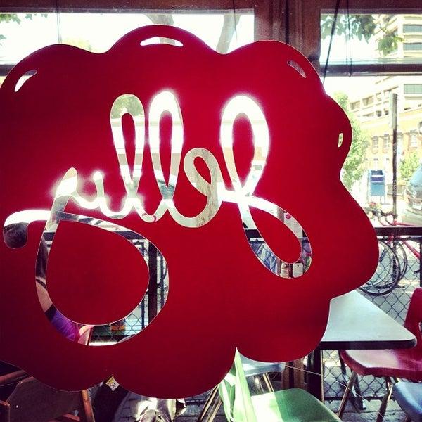 รูปภาพถ่ายที่ Jelly Cafe โดย Leonardo D. เมื่อ 7/18/2013