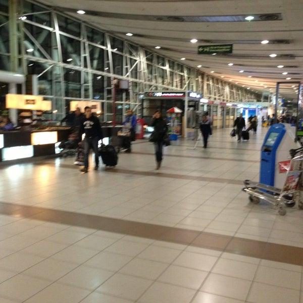 Foto tomada en Aeropuerto Internacional Comodoro Arturo Merino Benítez (SCL) por Vero P. el 5/22/2013