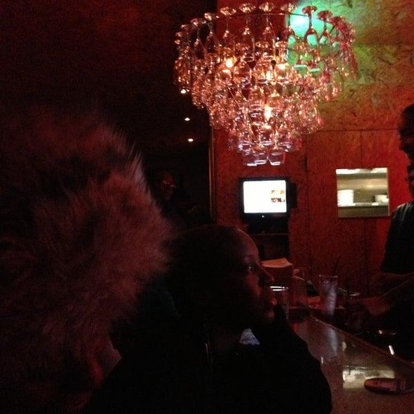 Das Foto wurde bei Vodou Bar von Aidah Z. am 2/10/2013 aufgenommen