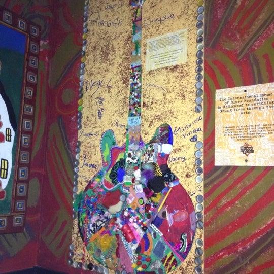 Foto diambil di House of Blues oleh Romana pada 10/4/2012