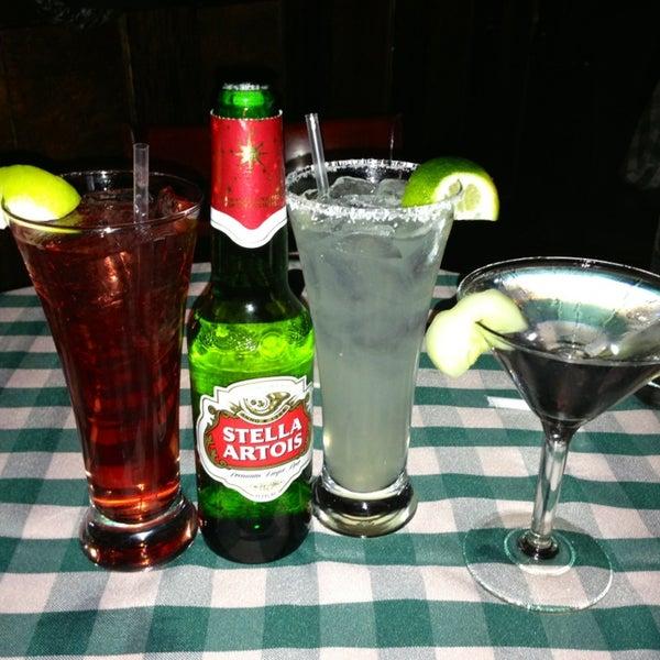Das Foto wurde bei Luke's Bar & Grill von Issa G. am 12/28/2012 aufgenommen
