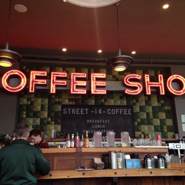 Foto diambil di Street 14 Cafe oleh Tracy D. pada 4/21/2015