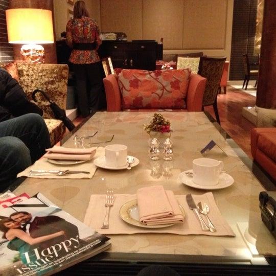 Foto scattata a Jumeirah Carlton Tower da Antonija B. il 12/14/2012