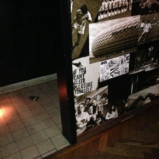 Das Foto wurde bei Couch Club von Maxim M. am 12/16/2012 aufgenommen