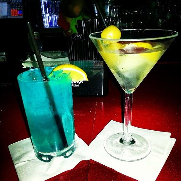 Снимок сделан в Solas Lounge & Rooftop Bar пользователем Josh C. 9/28/2012