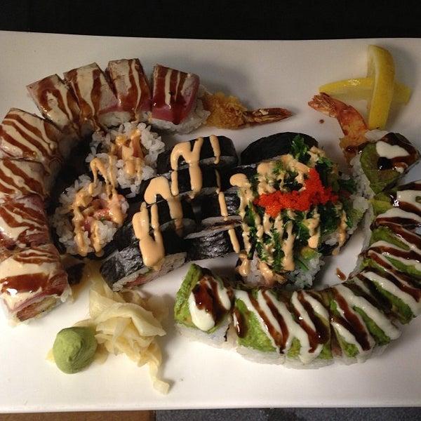 Das Foto wurde bei Mura Japanese Restaurant von James W. am 6/23/2013 aufgenommen