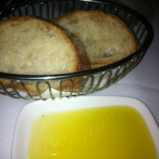 Foto scattata a Manta Restaurant da Jen Y. il 9/27/2013