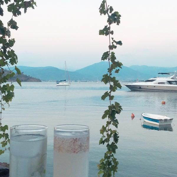 Das Foto wurde bei Fethiye Yengeç Restaurant von Umut S. am 7/27/2018 aufgenommen