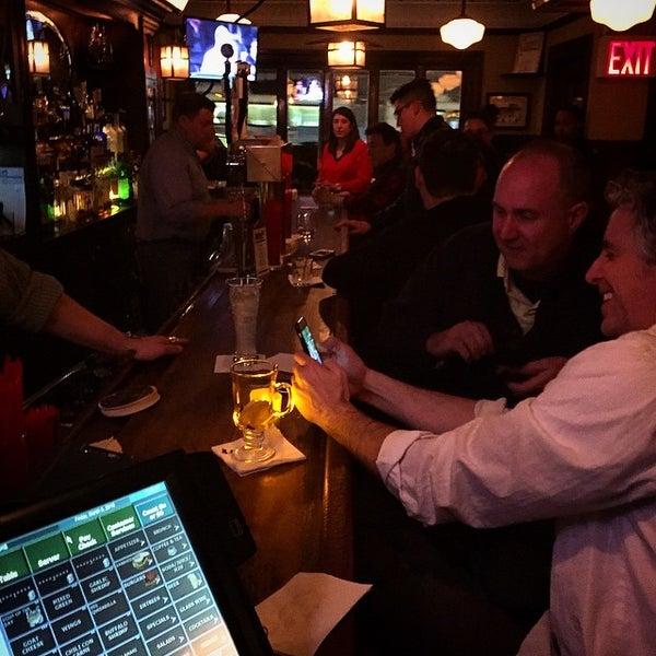 Das Foto wurde bei Luke's Bar & Grill von Luigi M. am 3/7/2015 aufgenommen