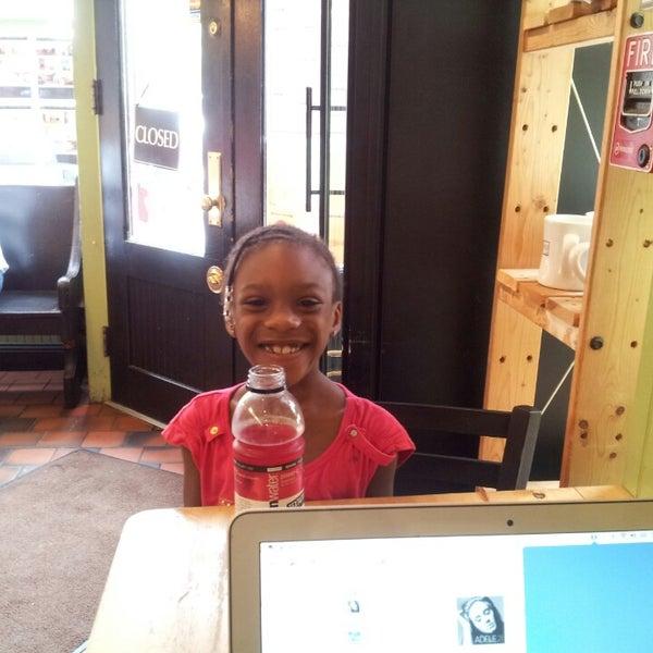 Foto diambil di On the Hill Cafe oleh Jamile S. pada 7/2/2013