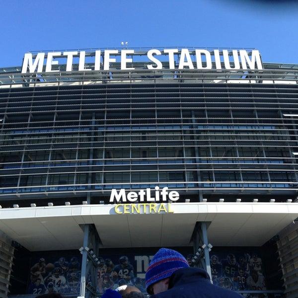รูปภาพถ่ายที่ MetLife Stadium โดย Noah D. เมื่อ 12/30/2012