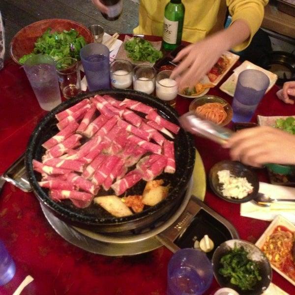 Foto scattata a Hae Jang Chon Korean BBQ Restaurant da Peter S. il 2/28/2013
