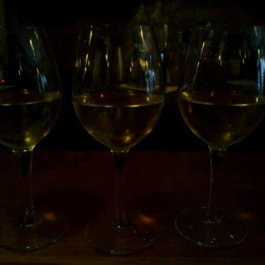 Foto scattata a Stonehome Wine Bar & Restaurant da Katie W. il 9/15/2012