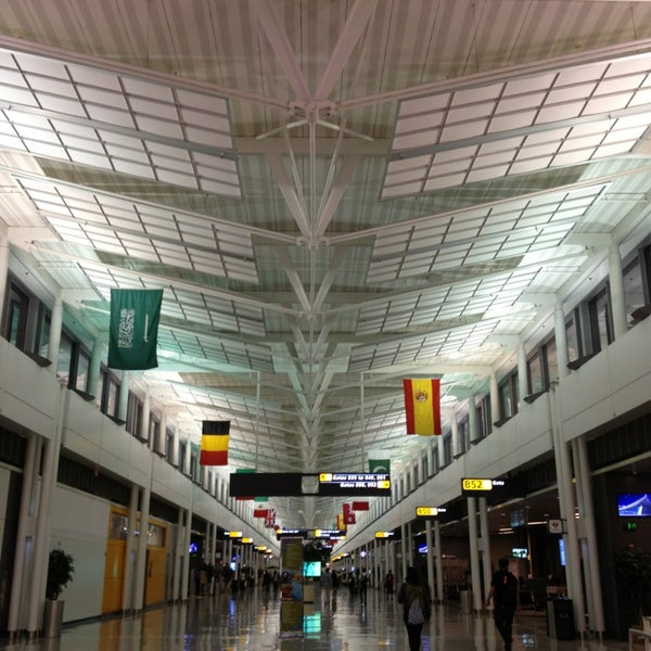 Foto diambil di Washington Dulles International Airport oleh Moataz T. pada 6/7/2013