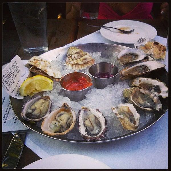 Foto scattata a Hank's Oyster Bar da ᴡᴡᴡ.Jason.okao.xyz A. il 6/3/2013