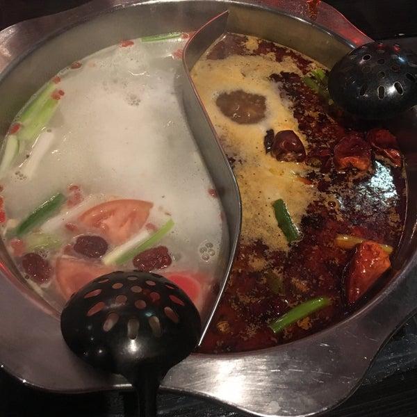 Foto diambil di 99 Favor Taste 99號餐廳 oleh Riki T. pada 6/16/2018