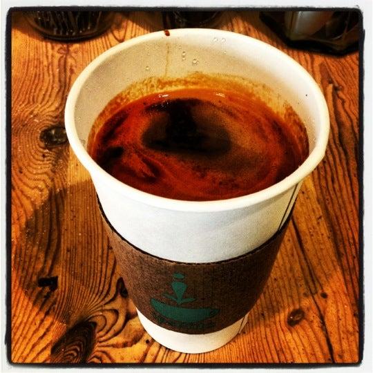 Foto tirada no(a) Ipsento Coffee House por J C. em 10/4/2012