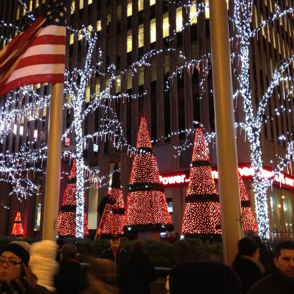 Foto scattata a Carolines on Broadway da Ягужинская il 12/22/2012