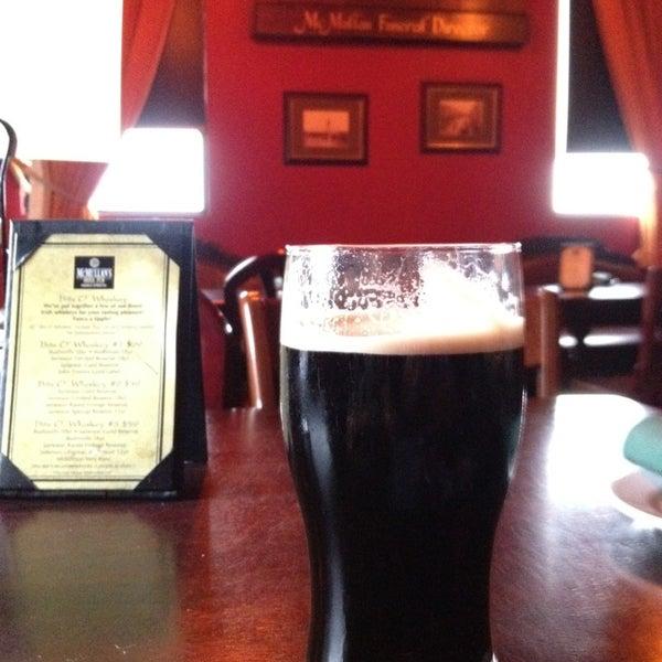 Foto scattata a McMullan's Irish Pub da Vegas U. il 3/29/2013